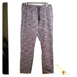 lululemon athletica Pants & Jumpsuits - Lululemon size 8 workout pants NWOT